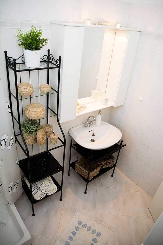 first-floor-bathroom-bird-eye